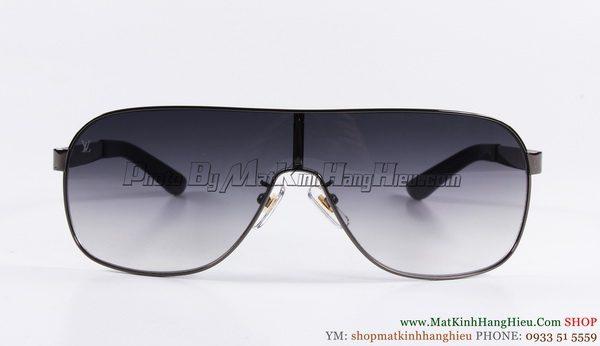 Louis Vuitton Z0133w c resize 2